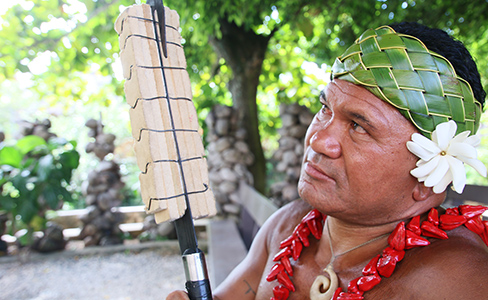 Kap Te'o-Tafiti and his Samoan fire knife
