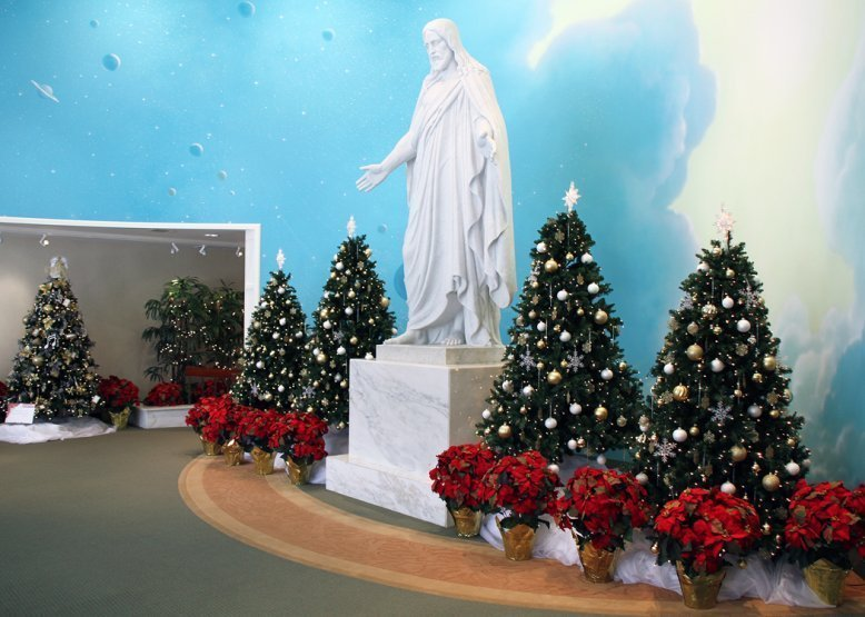 photo of Christmas time at the Laie LDS Visitors Center north shore Christmas