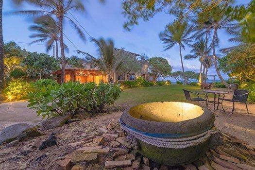 photo of the courtyard of Tiki Moon Villas in Laie, HI
