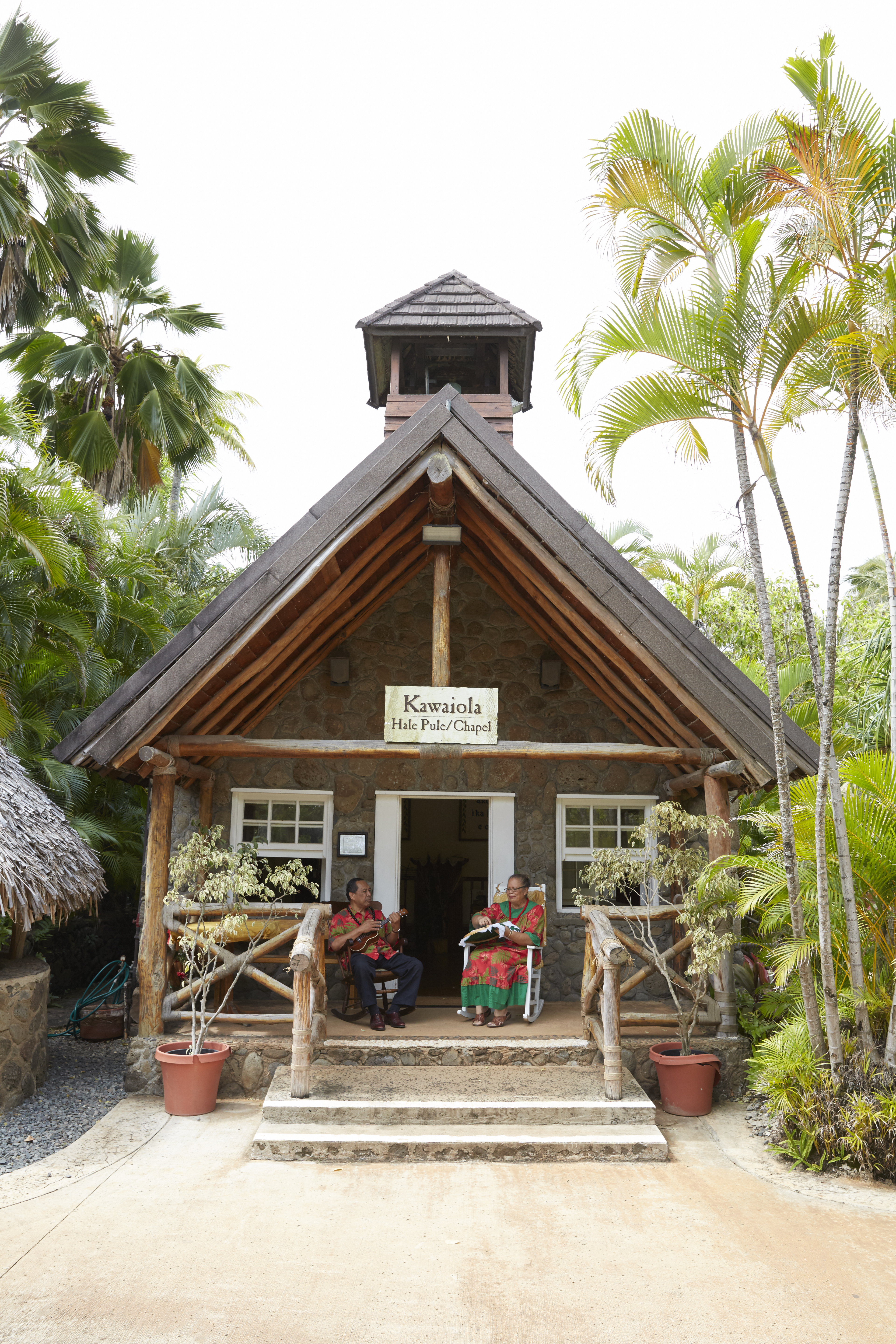 photo of the Mission Home at the Polynesian Cultural Center with the Funiomoanas on the porch
