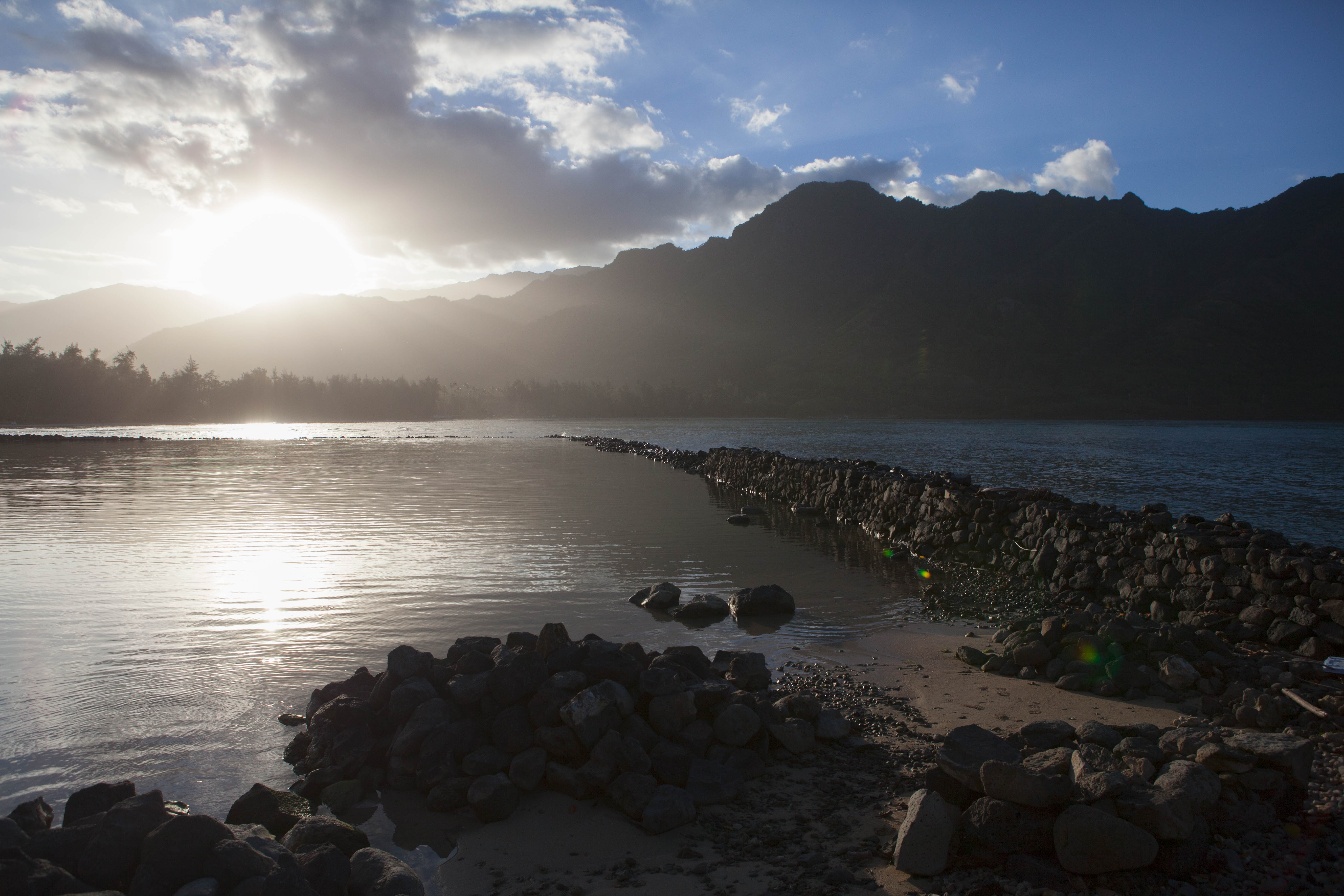 Huilua Fishpond in Kahana Bay: Explore the beauty and history of ancient Hawaii fishing practices