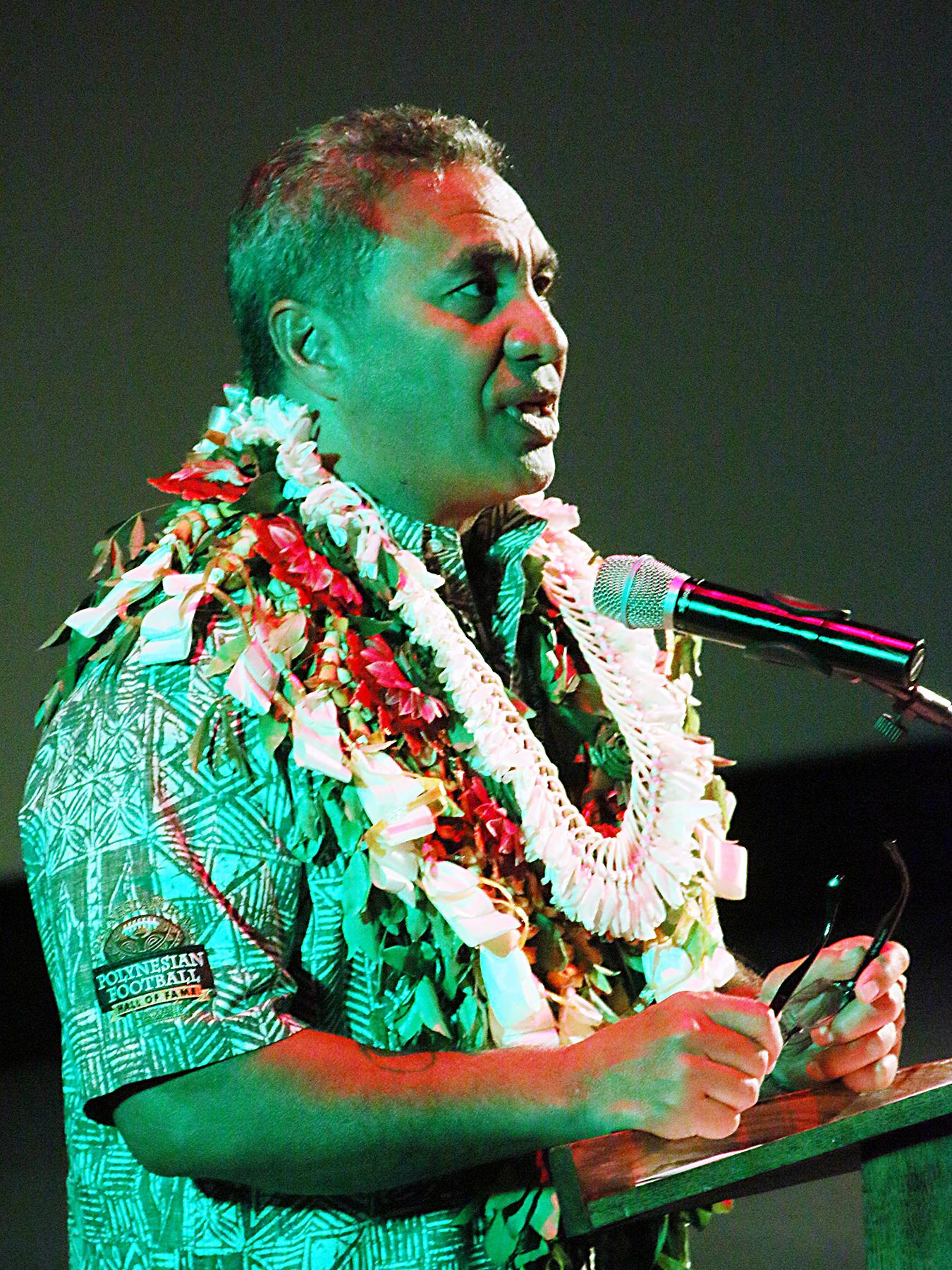 Vai Sikahema addresses attendants of inductee ceremony.