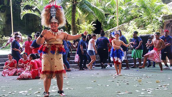 Waianae High taualuga dance