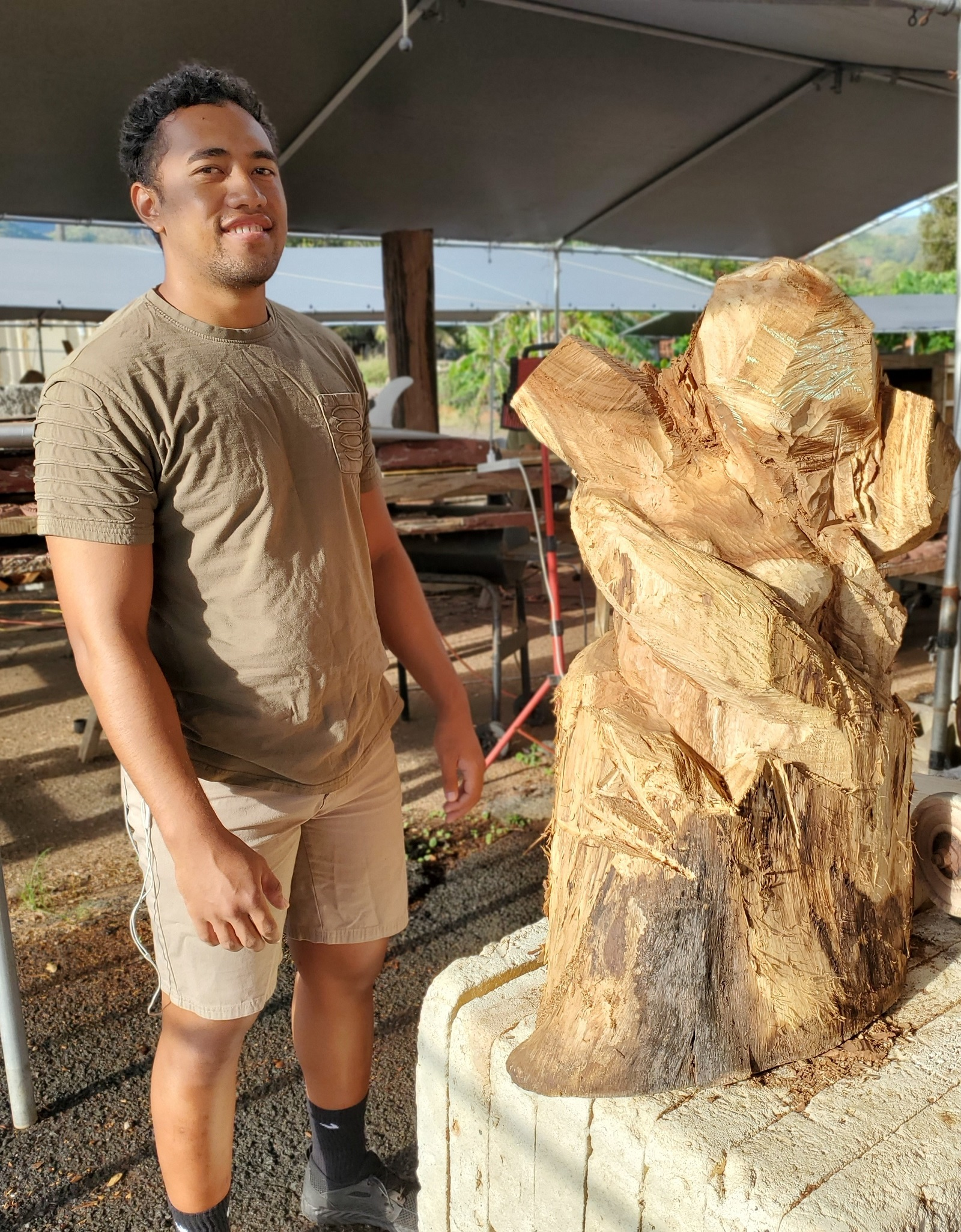 image of student carver, Sione Halahingano,and an artistic interpretation of Sina from Polynesian folklore