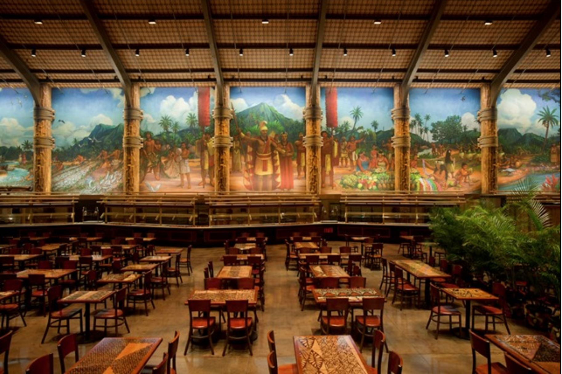 Image of the 360 degree mural in the Gateway Dining facility at the Polynesian Cultural Center that depicts the welcoming of guests to a great Hawaiian luau with the center figure of King Kamehameha