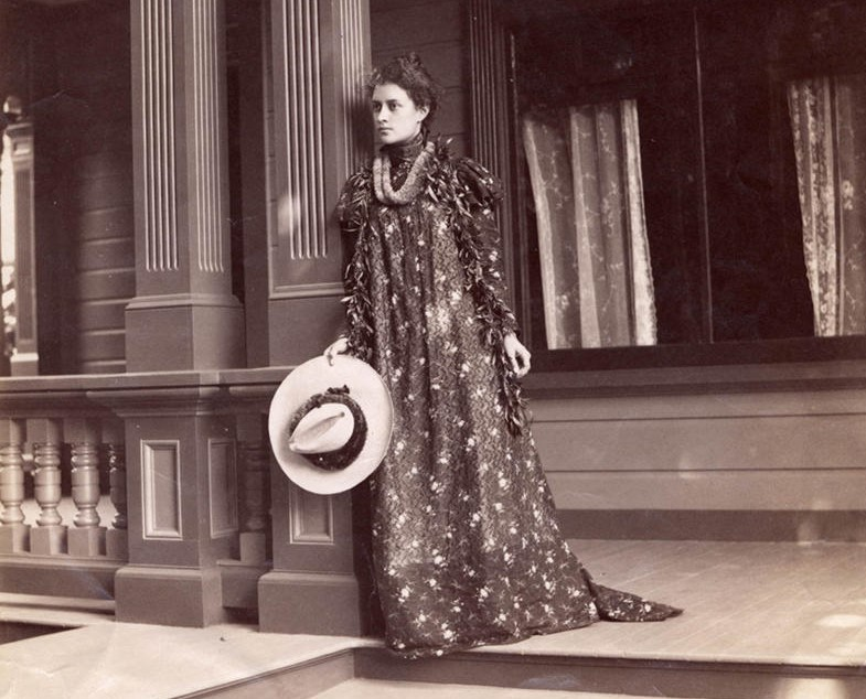 image of Kaiulaini (Kalua) sometime between 1896-1898 on her front porch in Hawaii
